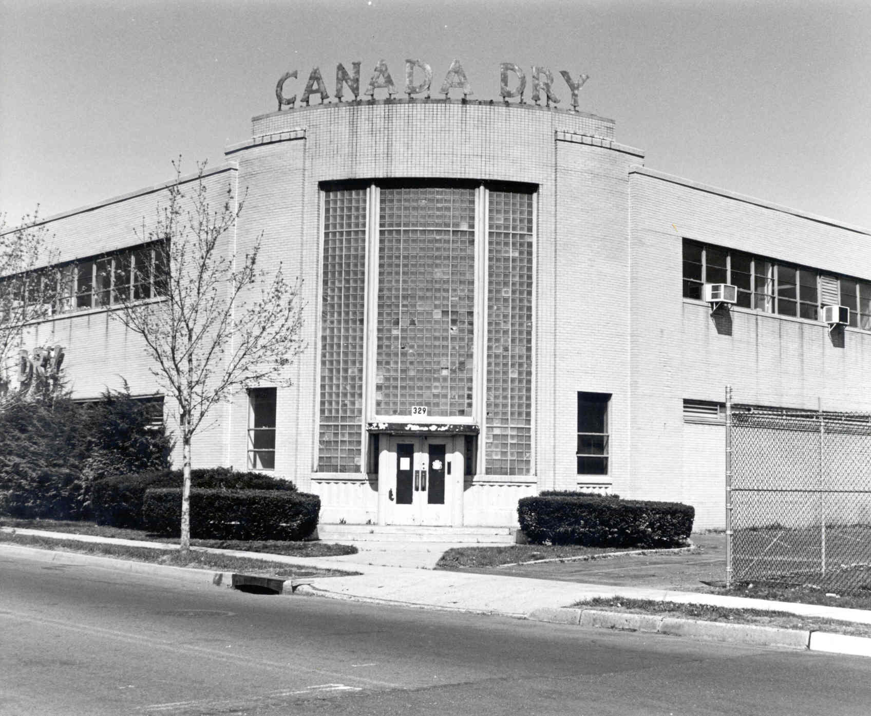 Courtesy Ford Portland >> Save the Canada Dry Building!